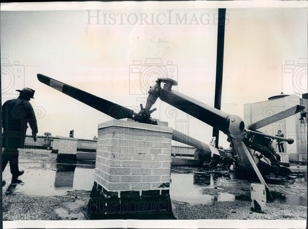 1975 Chicago, Illinois Helicopter Crash on Eastman Kodak Roof Press Photo - Historic Images