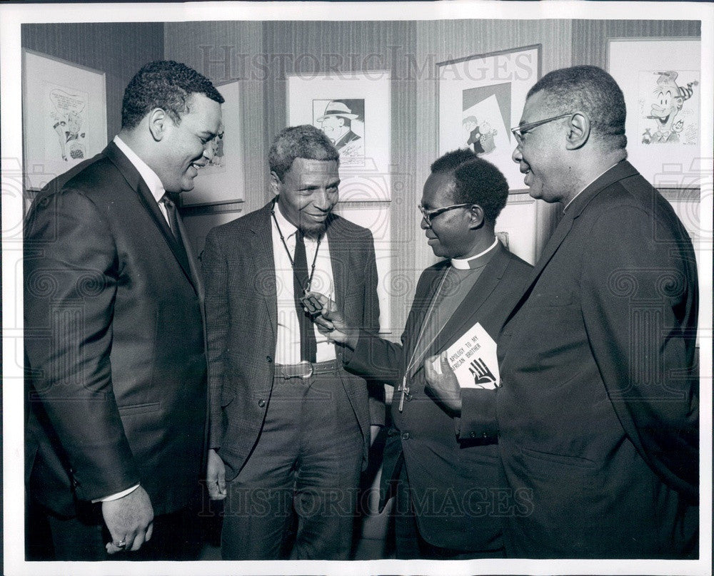 1968 Kumasi, Ghana Bishop Arthur, Chicago Bears Lineman George Seals Press Photo - Historic Images