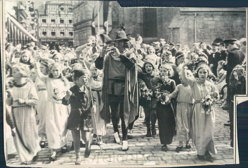 1935 Hamelin, Germany Pied Piper Parade Press Photo - Historic Images
