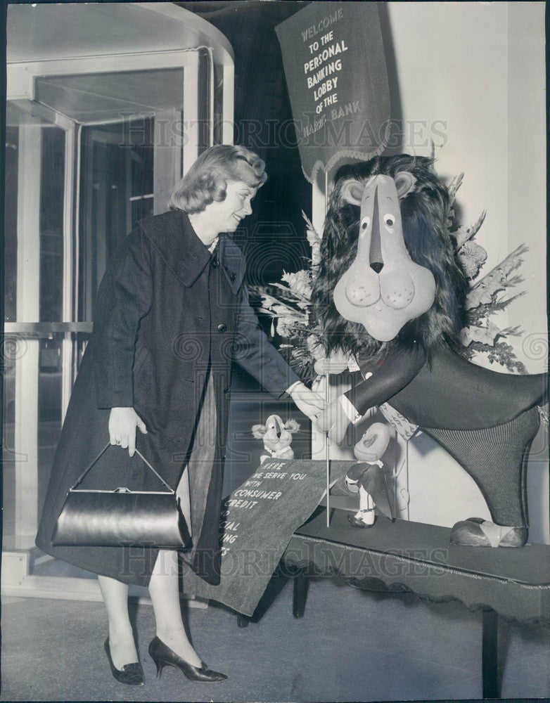 1960 Chicago, Illinois Harrison Bank Mascot Hubert & Donna Stone Press Photo - Historic Images