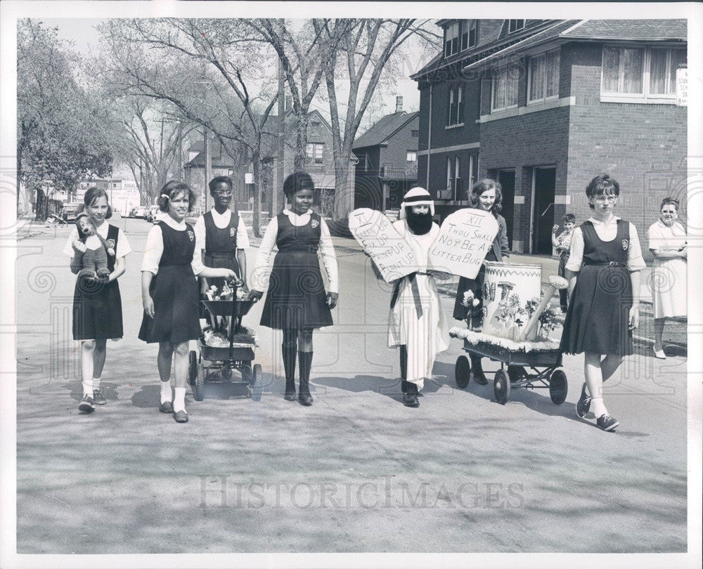 1965 Detroit, Michigan Cleanup Week at St Anthony School Press Photo - Historic Images