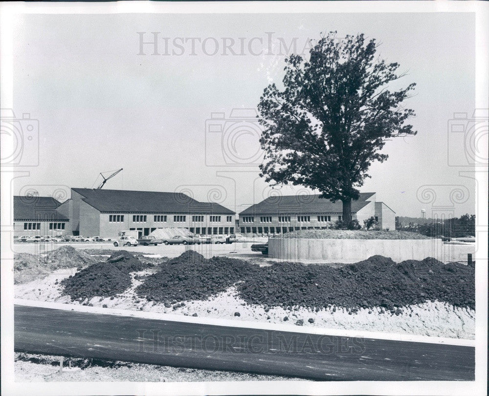 1967 Oakland County, MI Oakland Community College Orchard Ridge Press Photo - Historic Images