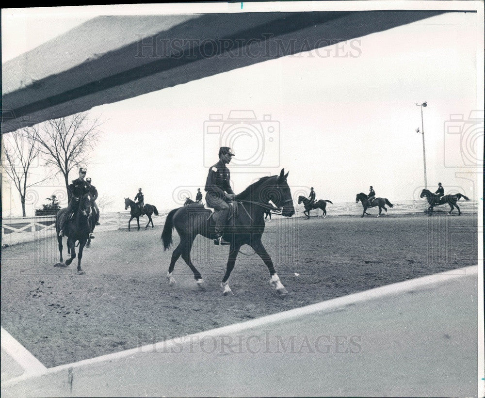 1974 Chicago, Illinois Mounted Police Patrol Press Photo - Historic Images
