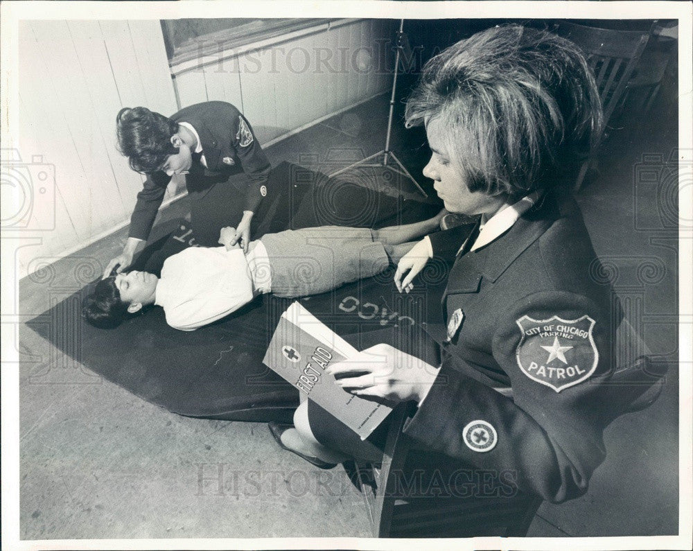 1966 Chicago, Illinois Meter Maids First Aid Class Press Photo - Historic Images