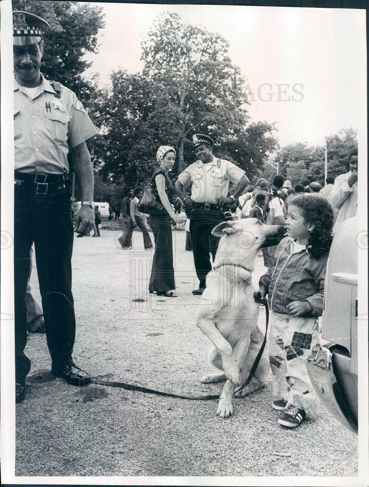 1976 Chicago, Illinois Police K-9 Brutus & Kelly Bryant Press Photo - Historic Images