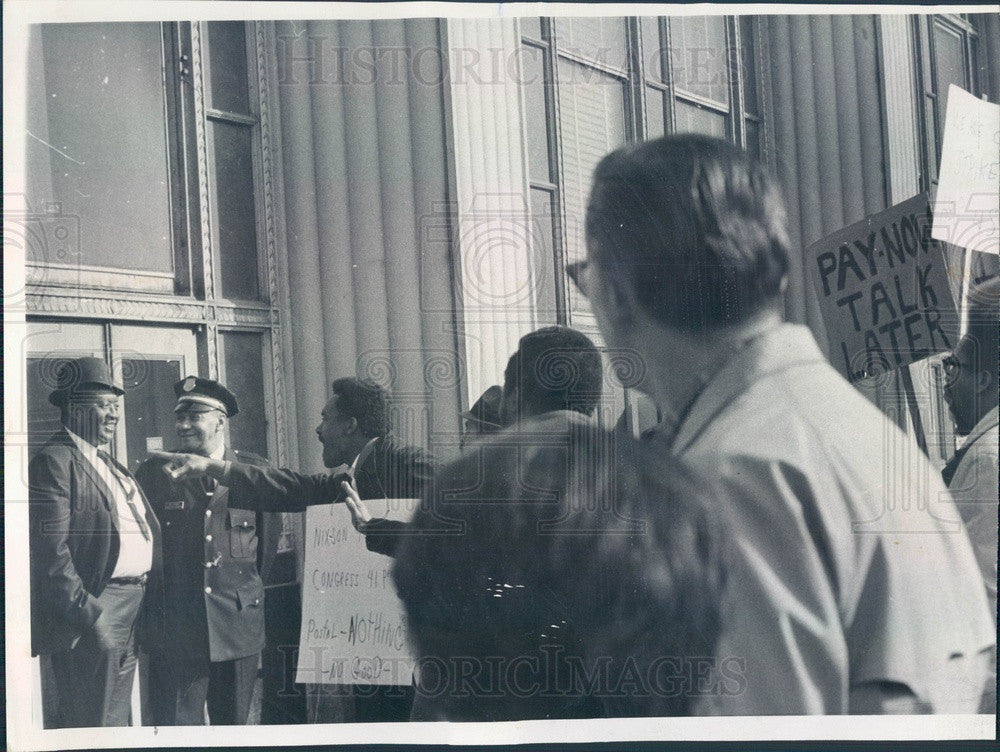 1970 Chicago, Illinois Postal Workers Strike Press Photo - Historic Images