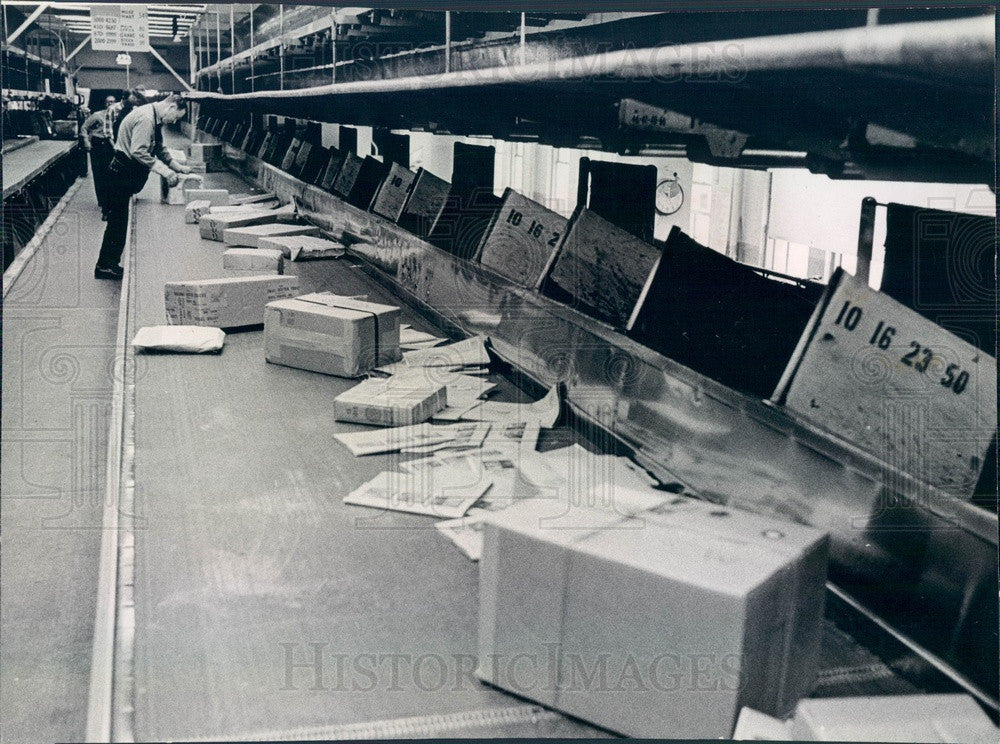 1966 Chicago, Illinois Main Post Office Package Sorting Press Photo - Historic Images