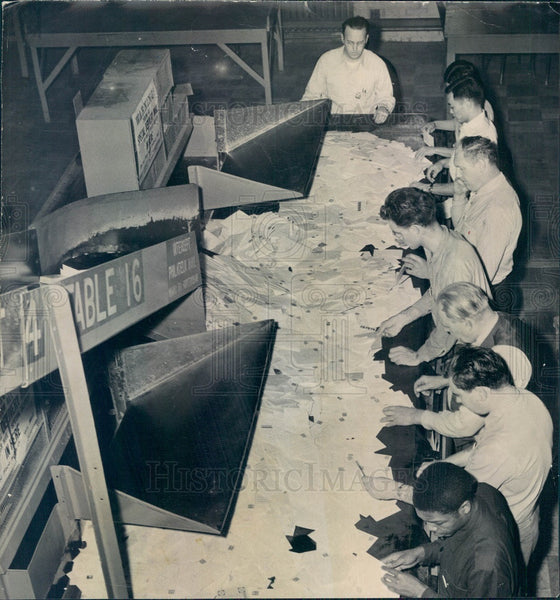1949 Chicago, Illinois Main Post Office Mail Sorting Press Photo - Historic Images
