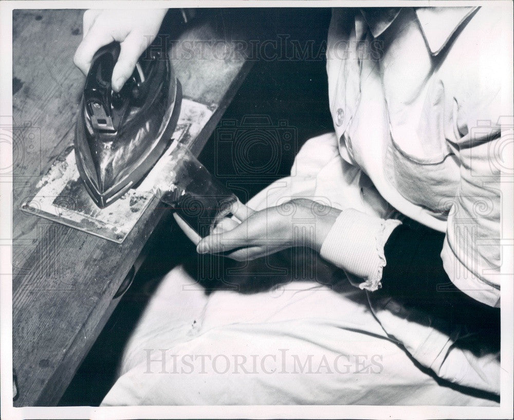 1952 Bags of Coffee Sealed With an Iron for Delivery Press Photo - Historic Images