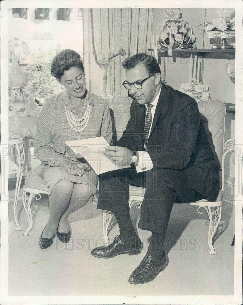1963 Chicago, Illinois Wedding Planner George Horwich Press Photo - Historic Images