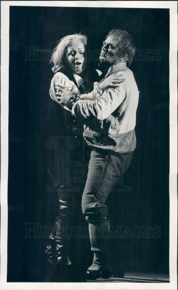 1975 Chicago, IL Lyric Opera Gwyneth Jones & Jon Vickers in Fidelio Press Photo - Historic Images