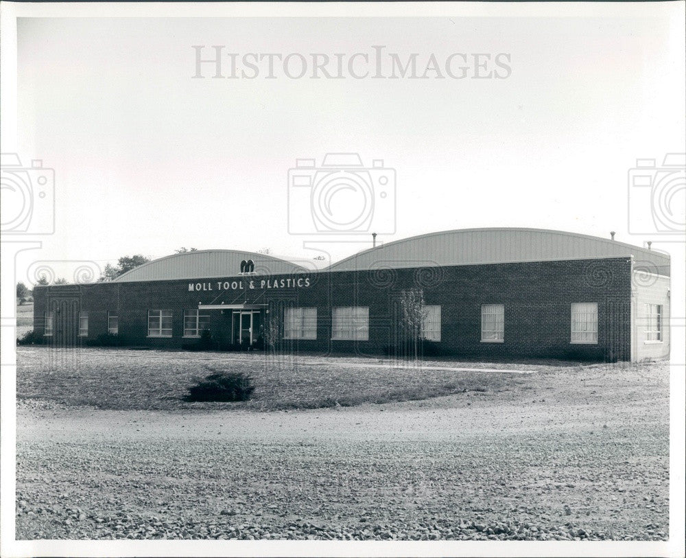 1963 Evansville, Indiana Moll Tool & Plastics Company Press Photo - Historic Images