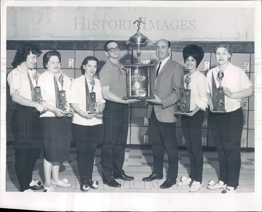 1964 Chicago, IL Team Handicap Bowling Tournament Champs Mixed Nuts Press Photo - Historic Images