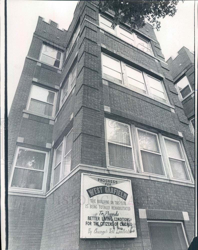 1972 Chicago, Illinois West Garfield Tenement Renovated by Residents Press Photo - Historic Images
