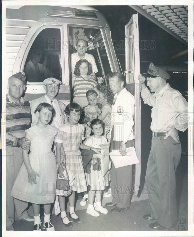 1958 Chicago, Illinois Blind Children Leave For Camp Press Photo - Historic Images