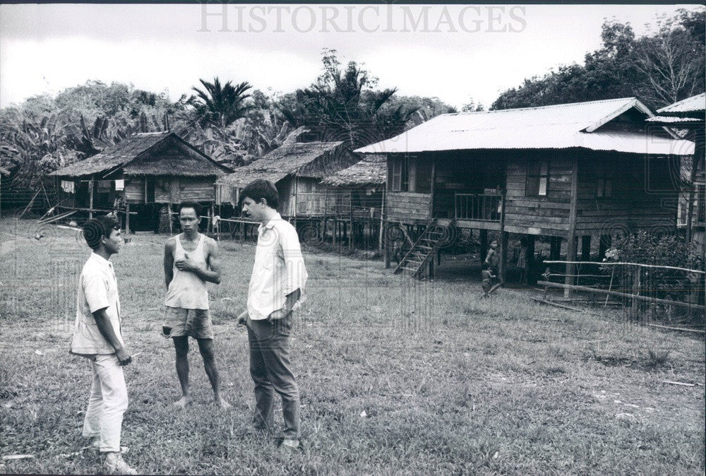1969 US Peace Corps Volunteer Kent Stauffer in Sarawak, Malaysia Press Photo - Historic Images