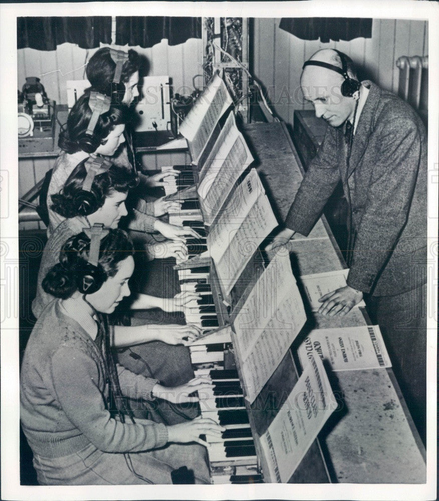 1951 England Silent Electronic Organ Heard Through Headphones Press Photo - Historic Images