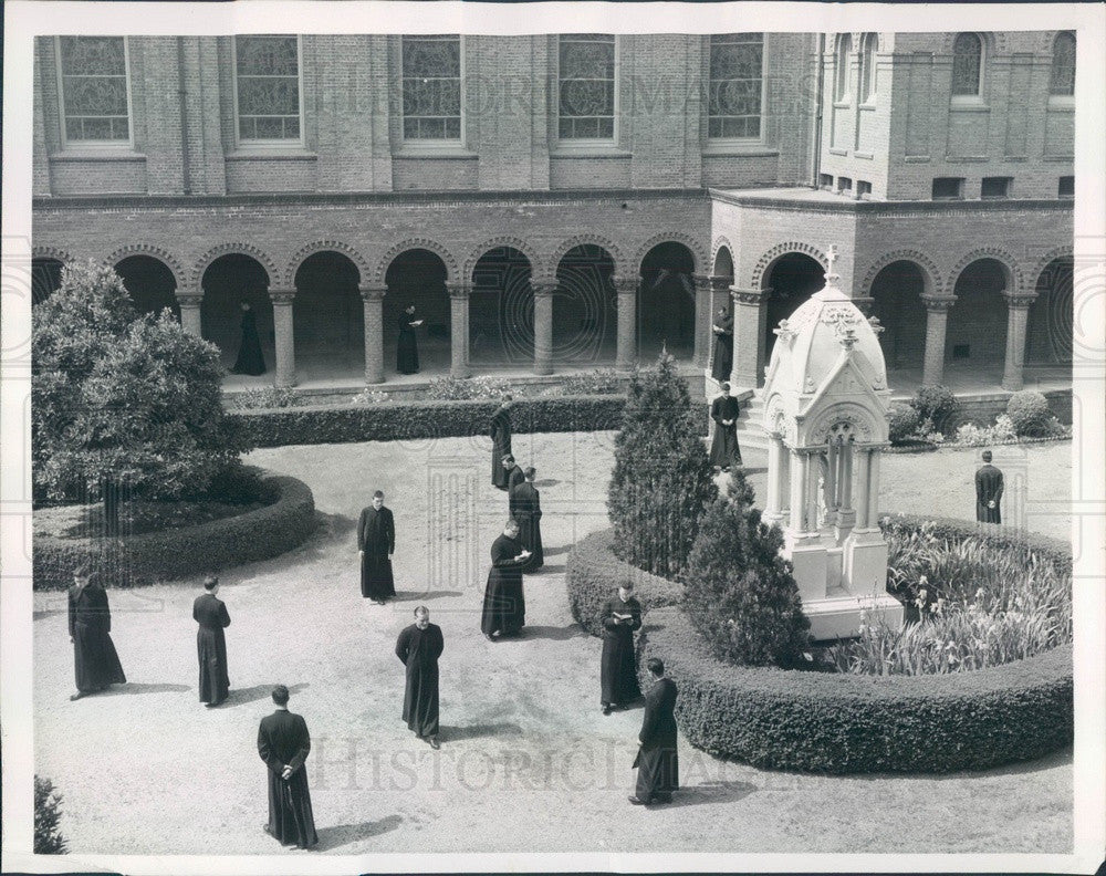 1957 Menlo Park, CA St Patrick's Seminary Priesthood Candidates Press Photo - Historic Images