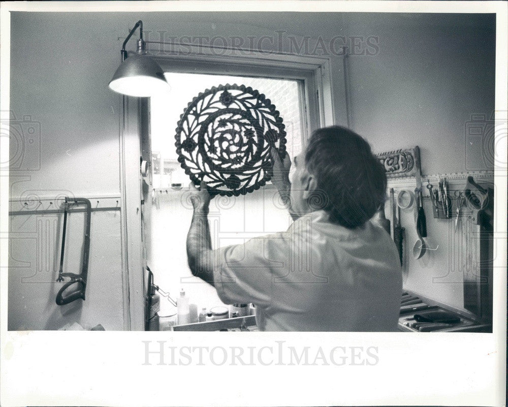 1983 Chicago, Illinois Woodcarver Miro Taylor Press Photo - Historic Images