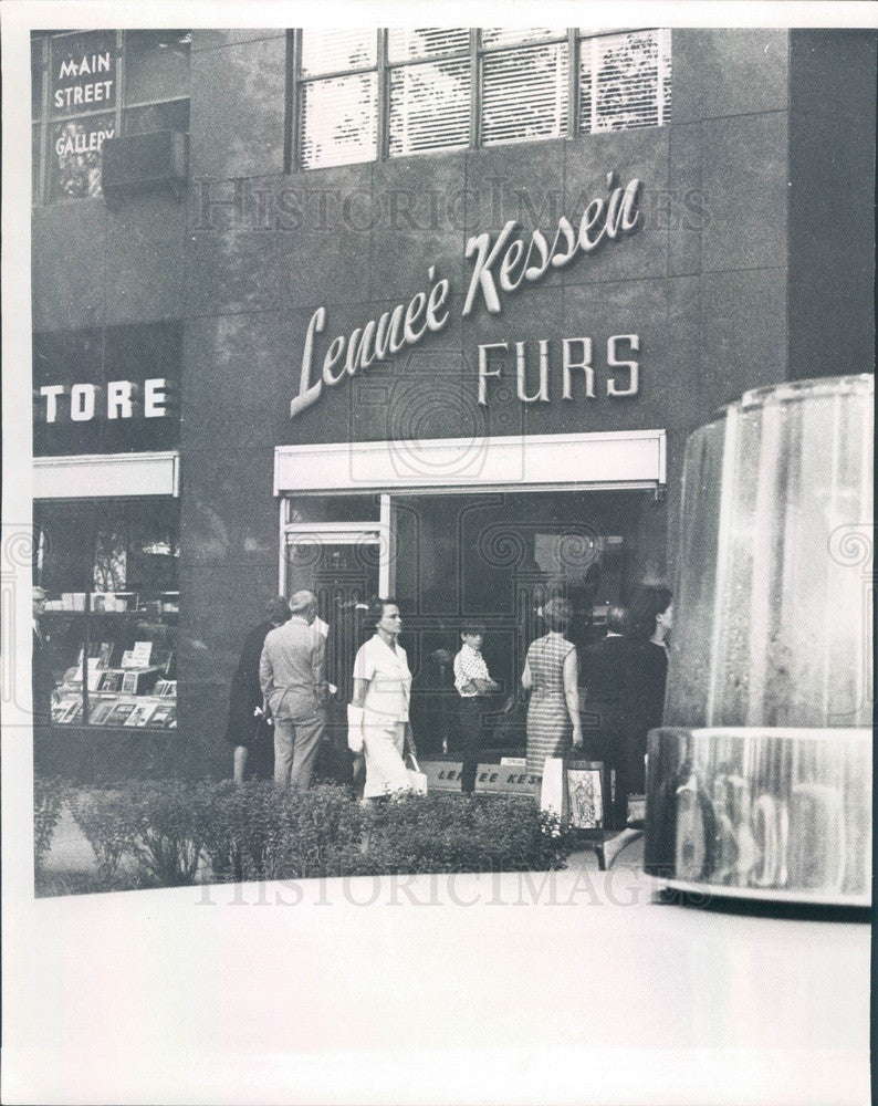 1967 Chicago, Illinois Lennee Kessen Furs After Hold-up Press Photo - Historic Images