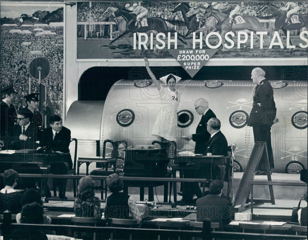 1971 Dublin, Ireland Irish Hospitals Sweepstakes Drawing Press Photo - Historic Images