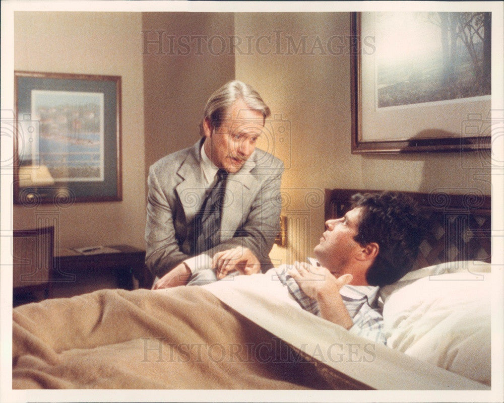 1988 Hollywood Actor Martin Mull Red Roof Inns Commercial Wake-Up Press Photo - Historic Images