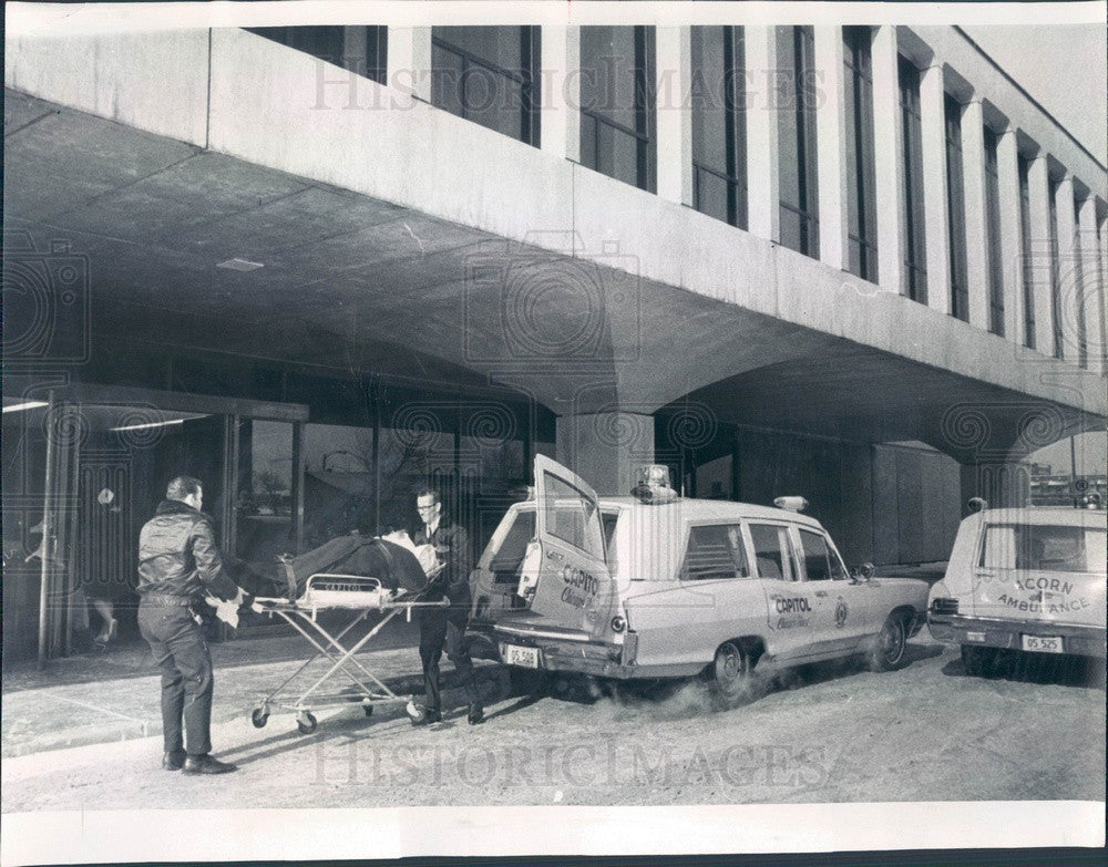 1968 Chicago, Illinois Mercy Hospital Move Press Photo - Historic Images