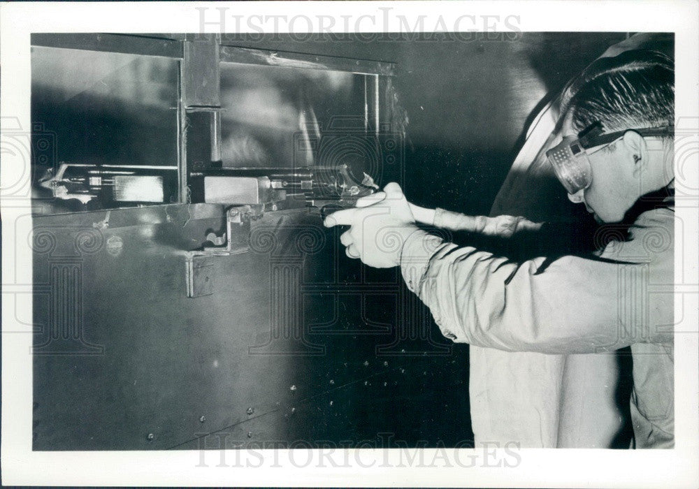 1969 Chicago, IL Underwriters' Labs Bullet-Resistant Glass Test Press Photo - Historic Images