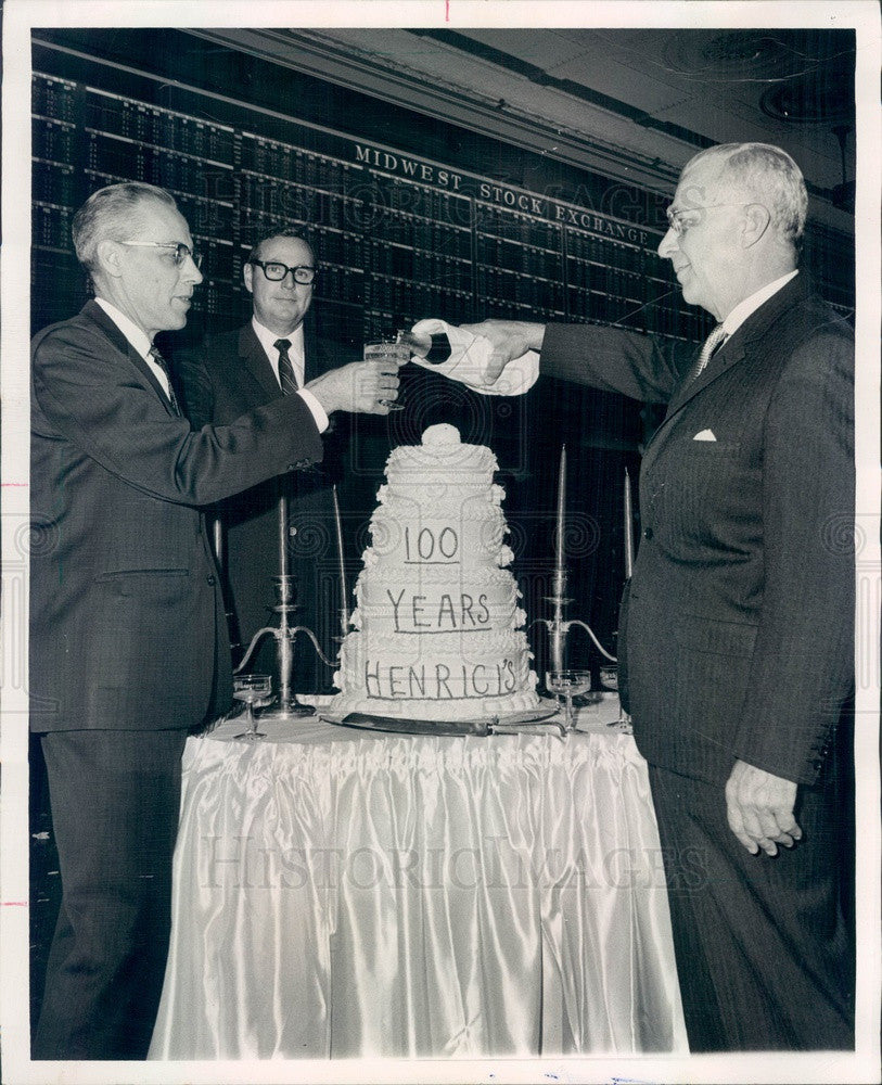 1968 Chicago, Illinois Henrici's Restaurant 100th Anniversary Press Photo - Historic Images