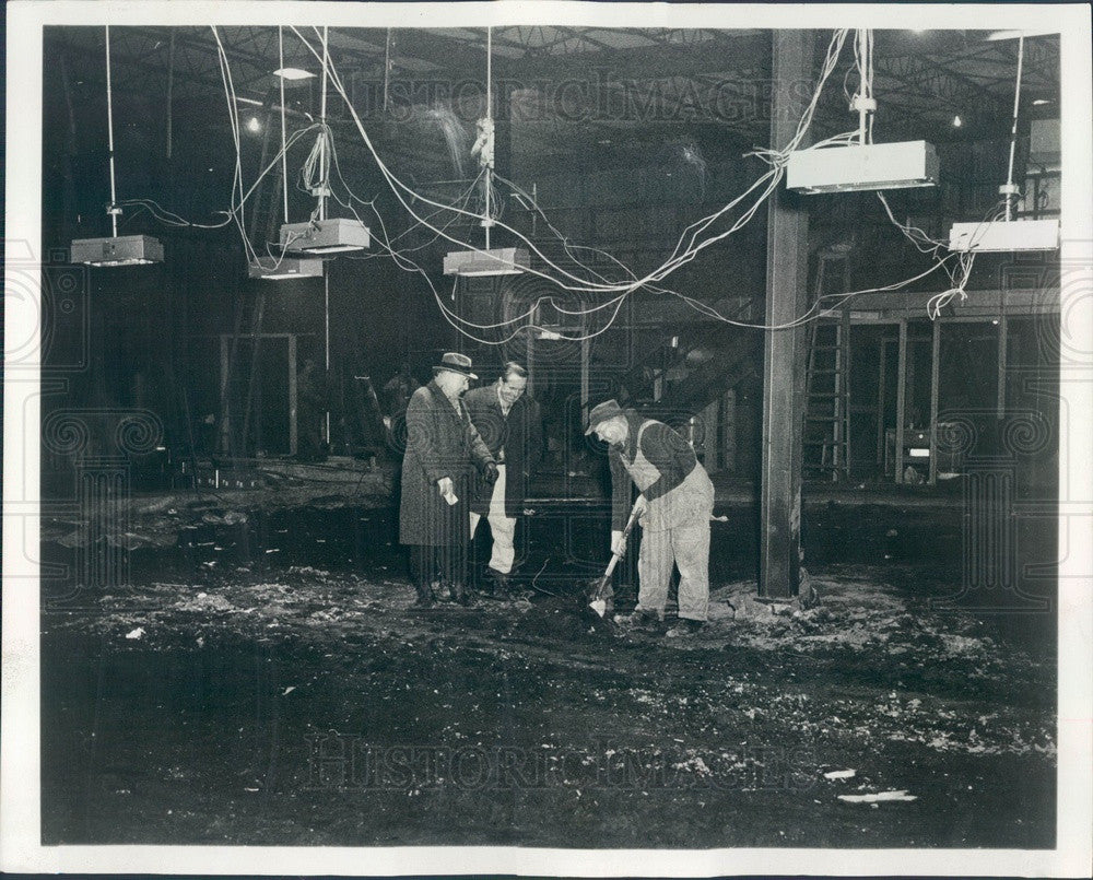 1965 Chicago, IL Gingiss Bros Plant Construction, Infrared Heating Press Photo - Historic Images