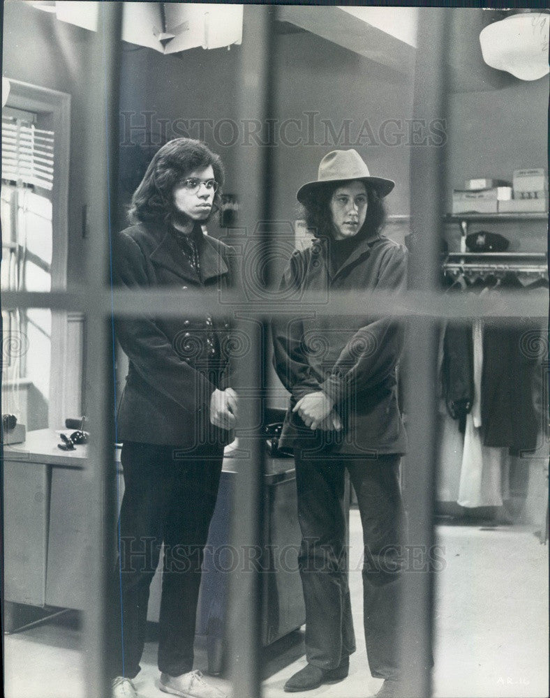 1969 Folk Singer Arlo Guthrie & Geoff Outlaw in Scene From Film Press Photo - Historic Images