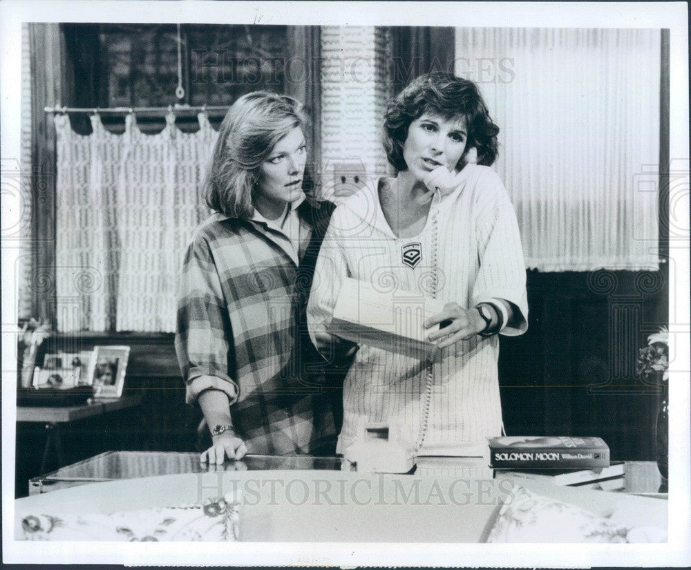 1984 Hollywood Actors Susan Saint James/Jane Curtin on Kate & Allie Press Photo - Historic Images
