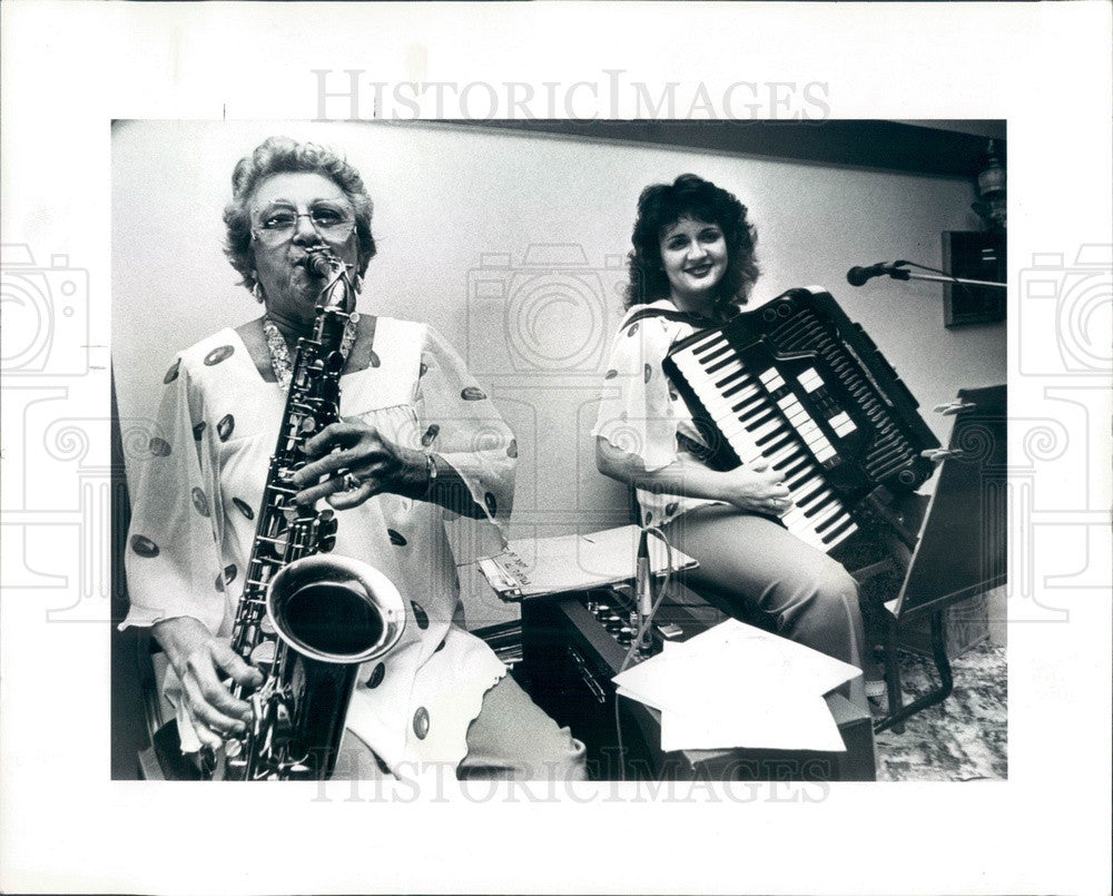 1984 Seminole, Florida Singer Bonnie Shramo & Rosalind Lawrence Press Photo - Historic Images