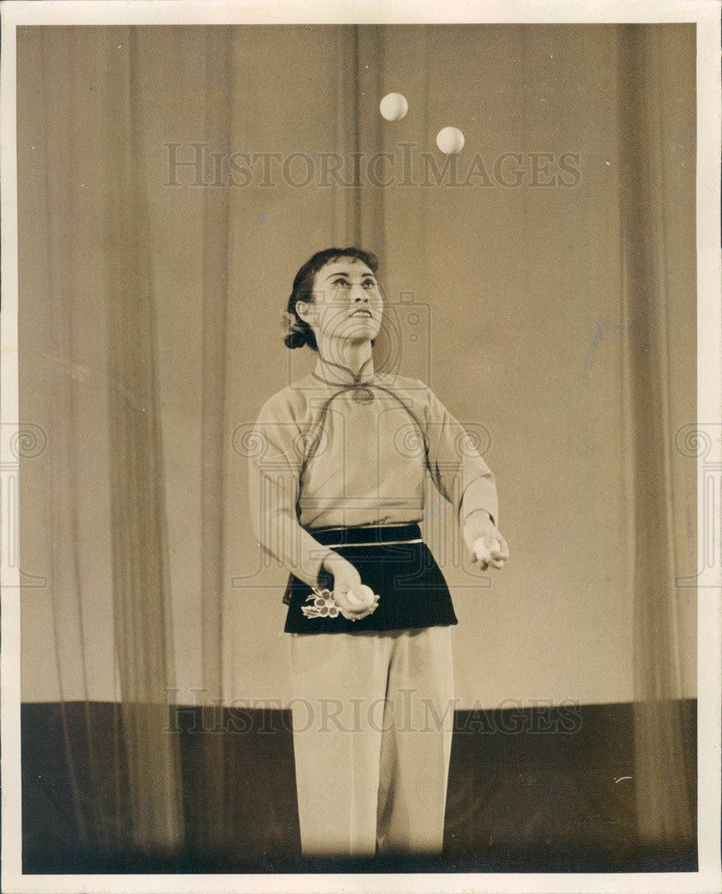 1973 China Shenyang Acrobatic Troupe, Juggler Press Photo - Historic Images