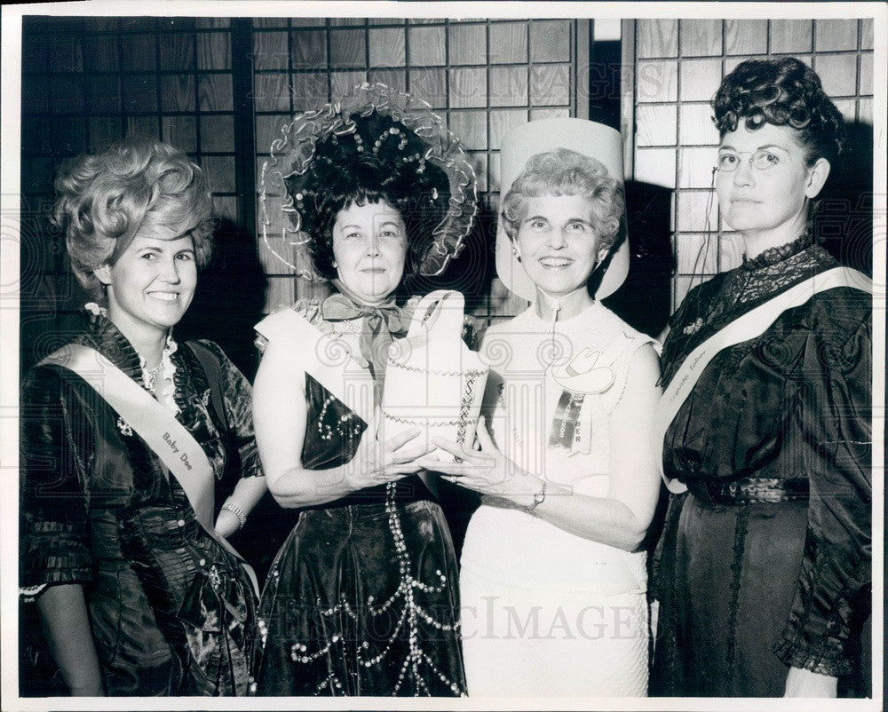 1968 Englewood, CO High School Secretaries Mrs Charles Potter Press Photo - Historic Images