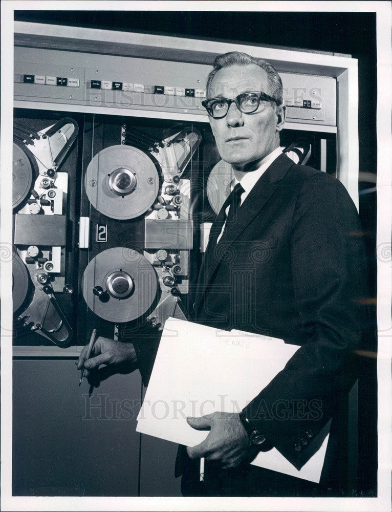 1964 News Anchor Frank McGee & RCA Computer for Election Analysis Press Photo - Historic Images