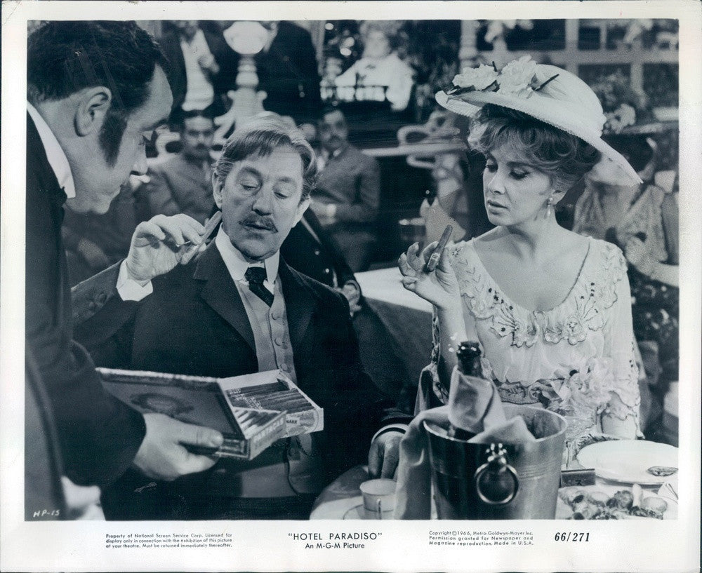 1966 Actors Alec Guinness/Gina Lollobrigida in Hotel Paradiso Press Photo - Historic Images
