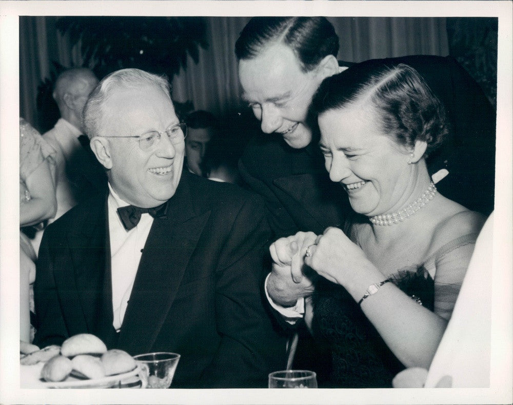 1954 US Chief Justice Earl Warren & Mrs. Munthe Morgenstern Press Photo - Historic Images