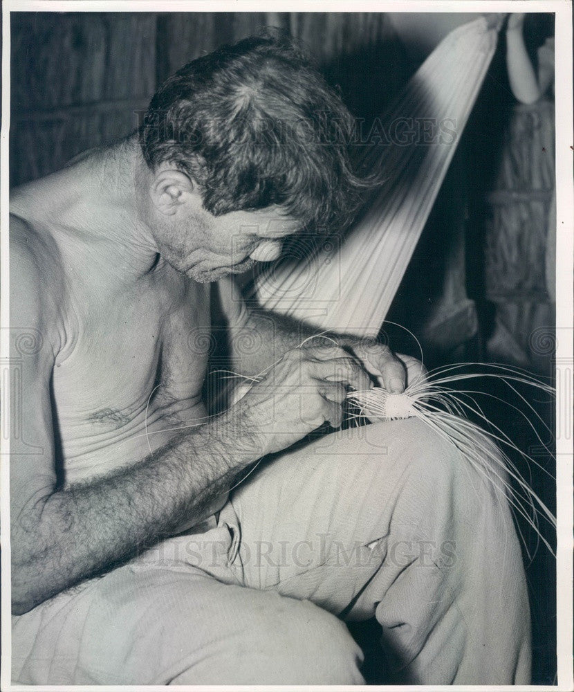 Undated Puerto Rico Hat Maker Weaving Pava From Shredded Palm Fronds Press Photo - Historic Images