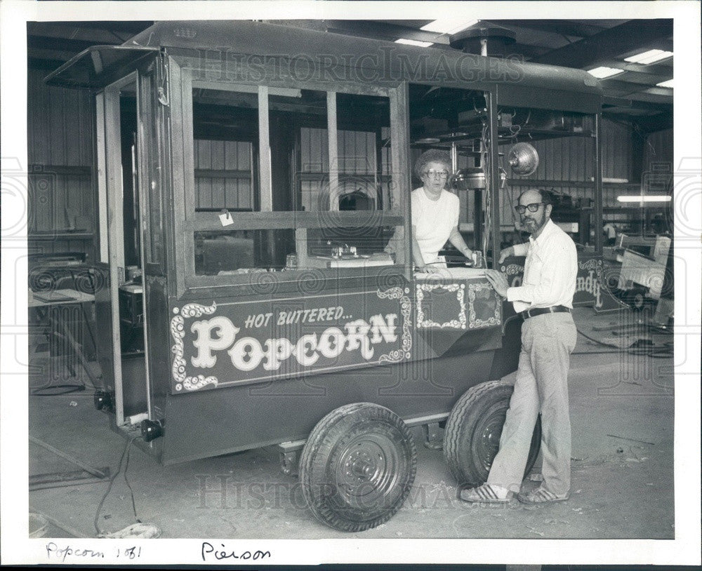 1982 Clearwater, Florida Popcorn Wagon Owner Sally Ehlers Press Photo - Historic Images