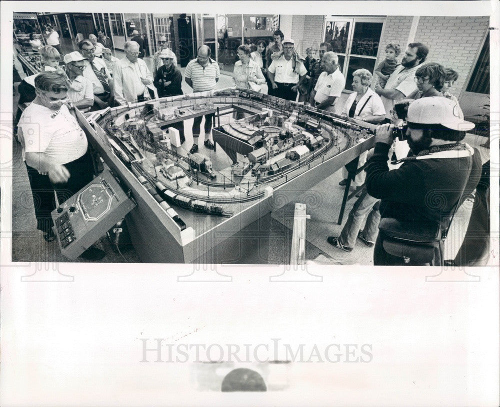1981 St Petersburg, Florida Model Railroad Enthusiast Ken Balsley Press Photo - Historic Images