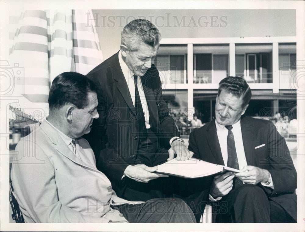 1962 Florida Gov LeRoy Collins & FL Broadcasters James Howe Press Photo - Historic Images