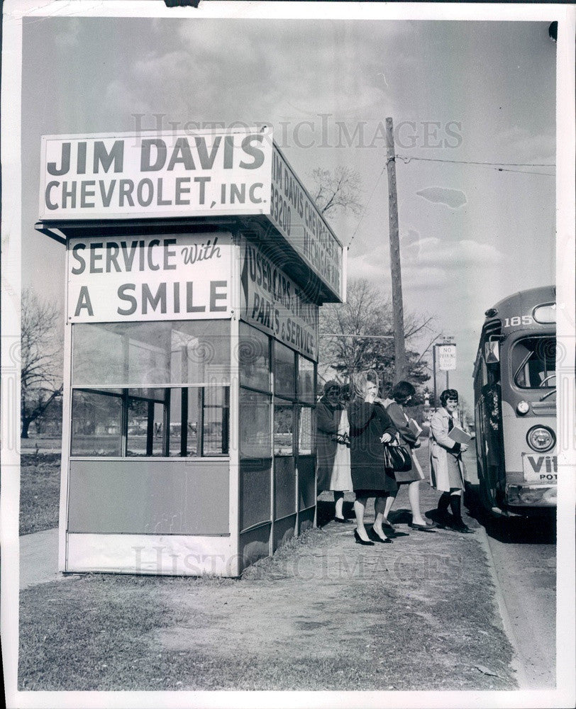 1965 Detroit, MI Bus Shelter, Outerdrive & Michigan in Westborn Press Photo - Historic Images