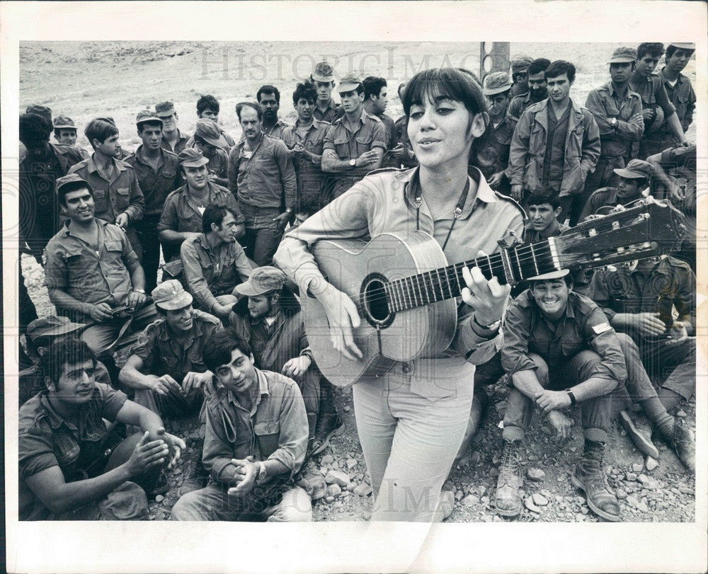 1970 Israel Army Nurse & Folksinger Shlomid Dwinnik Press Photo - Historic Images