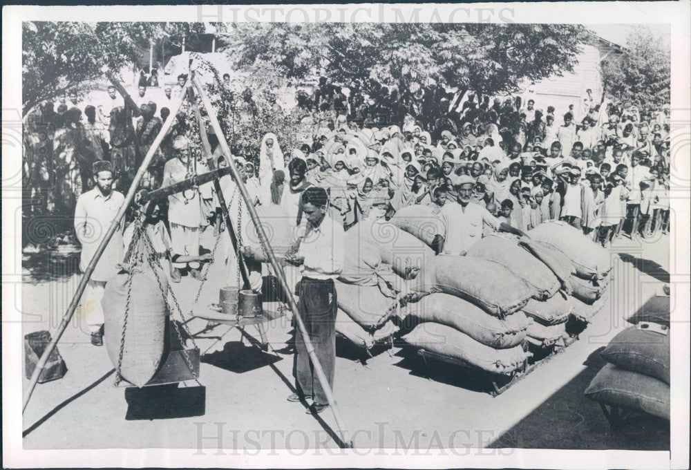 1953 Pakistan, Mansur Refugee Camp Press Photo - Historic Images