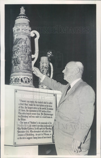 1960 World's Largest Beer Stein & Edward Lahey US Brewers Foundation Press Photo - Historic Images