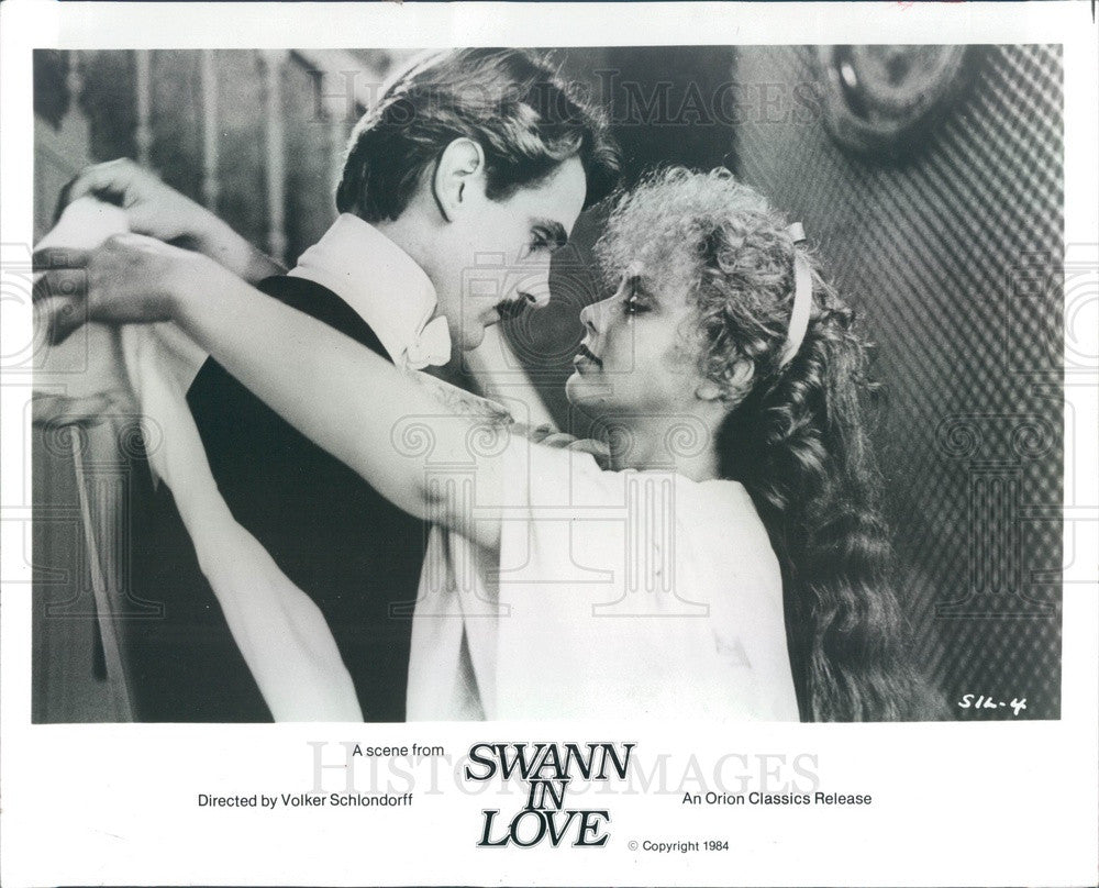 1986 Actors Jeremy Irons & Ornella Muti in Swann In Love Press Photo - Historic Images