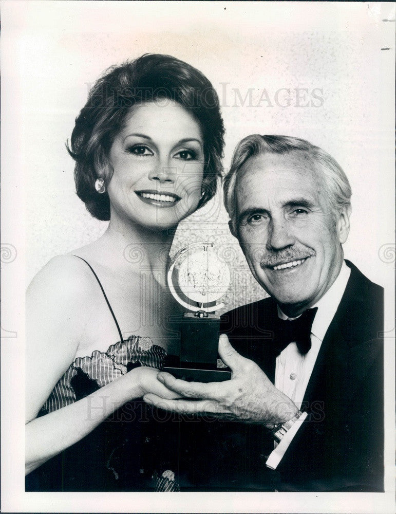 1980 Actors Mary Tyler Moore & Jason Robards as Tony Award Hosts Press Photo - Historic Images
