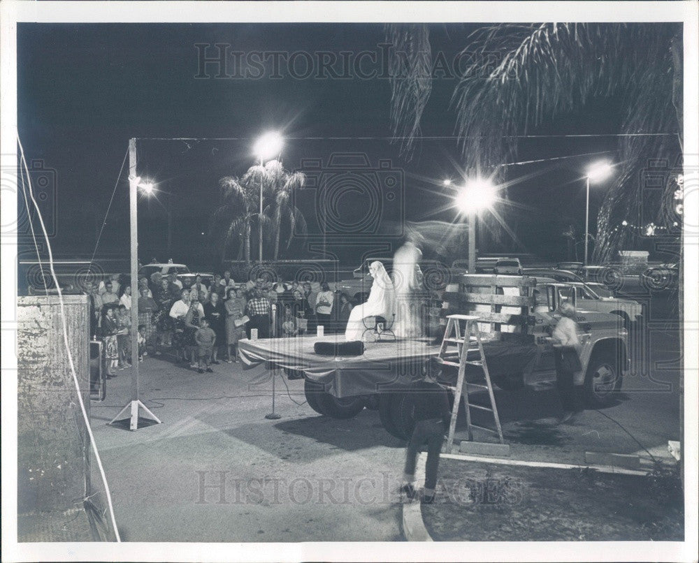 Undated St Petersburg FL Caravan of Christmas Plays Mobile Xmas Play Press Photo - Historic Images