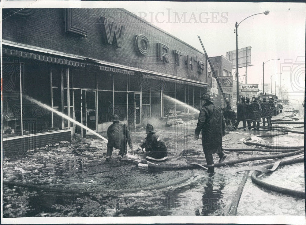 1975 Chicago, Illinois Woolworth Store Fire, S Halsted Press Photo - Historic Images